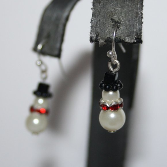 Beautiful silver pearl snowman earrings
